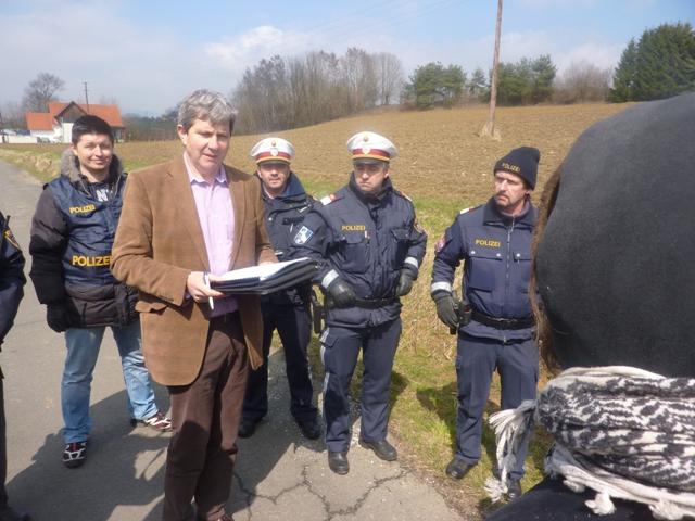 Konfrontation auf der Straße: Bezirkshauptmann Wiesenhofer persönlich droht Festnahmen an