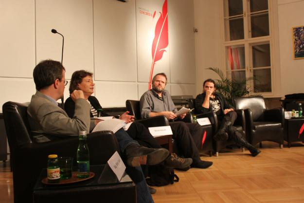 Univ.-Prof. Petra Velten bei der Präsentation ihres Gutachtens