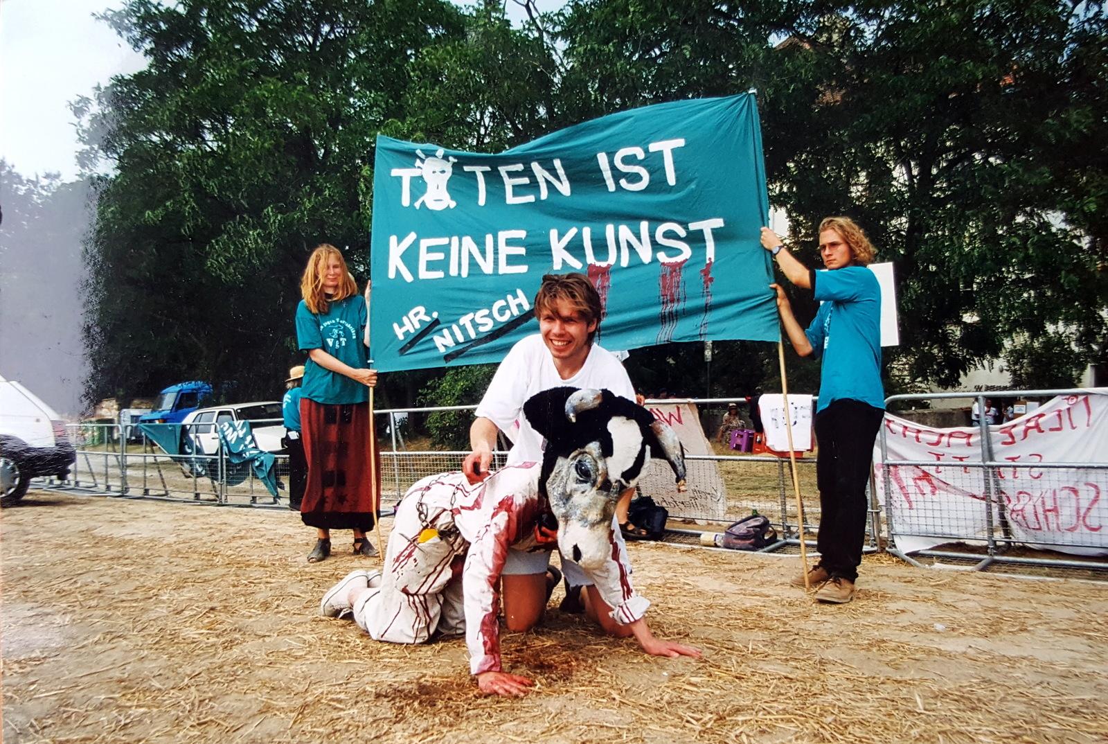 1998-08-03-08-nitsch-6-tage-orgien-mysterien-theater-1