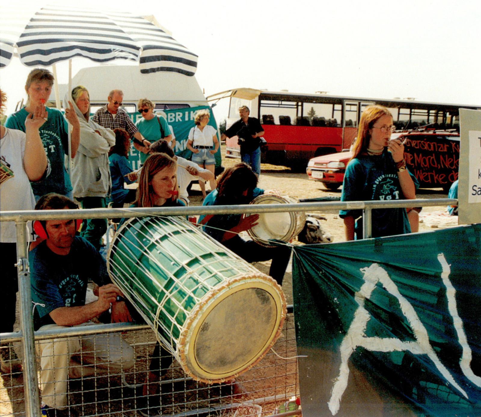 1998-08-08-nitsch-protest-04